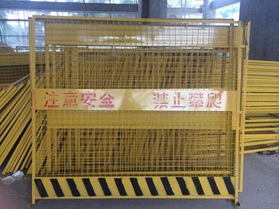 施工电梯安全门案例1